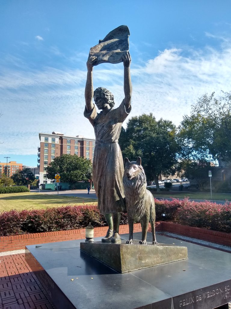 The waving girl statue in Savannah